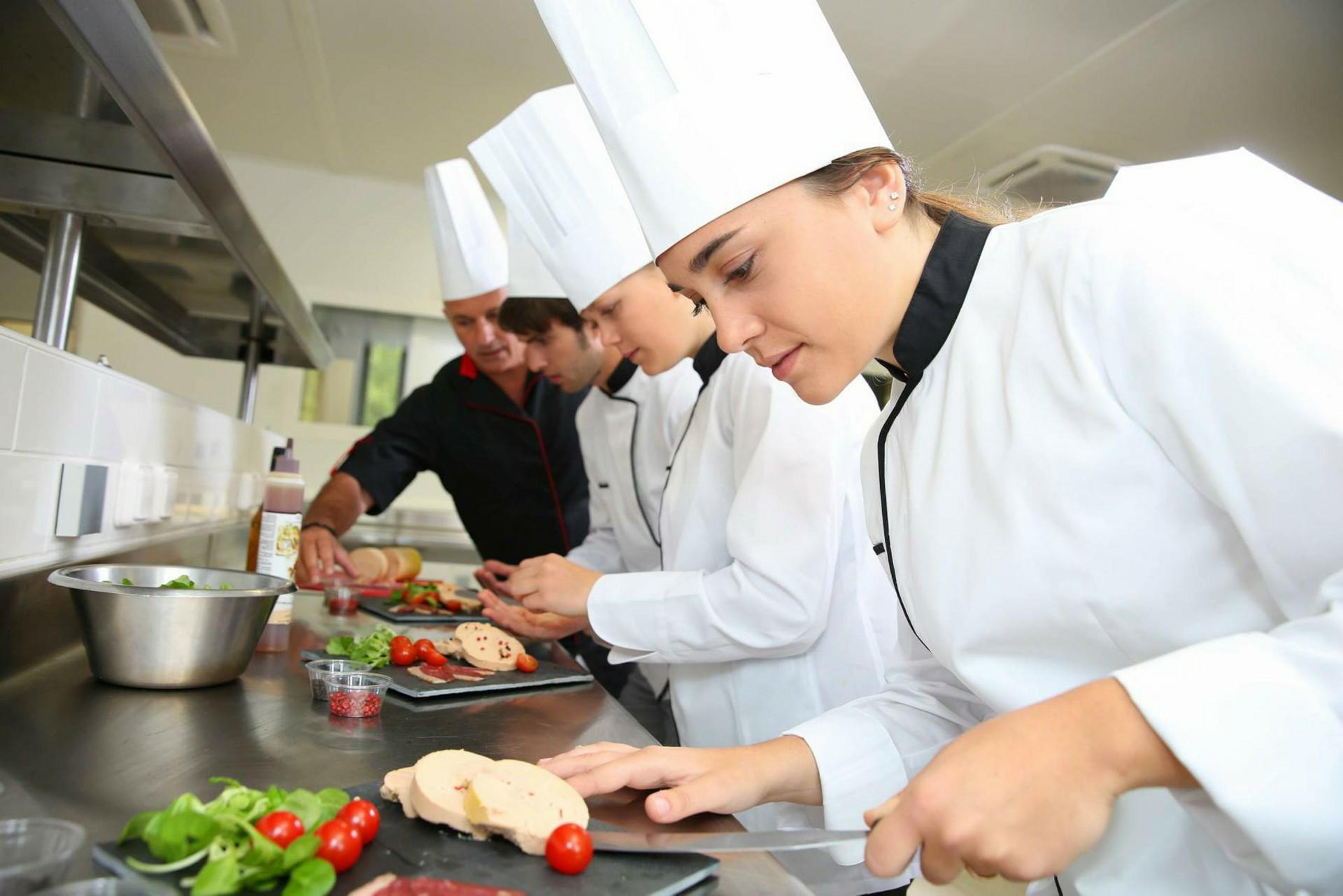 """<p><span style=""""color: #fff;"""">Cuisine</span></p><h4 style=""""color: #fff;""""> Technicien en cuisine</h4><p></p>"""